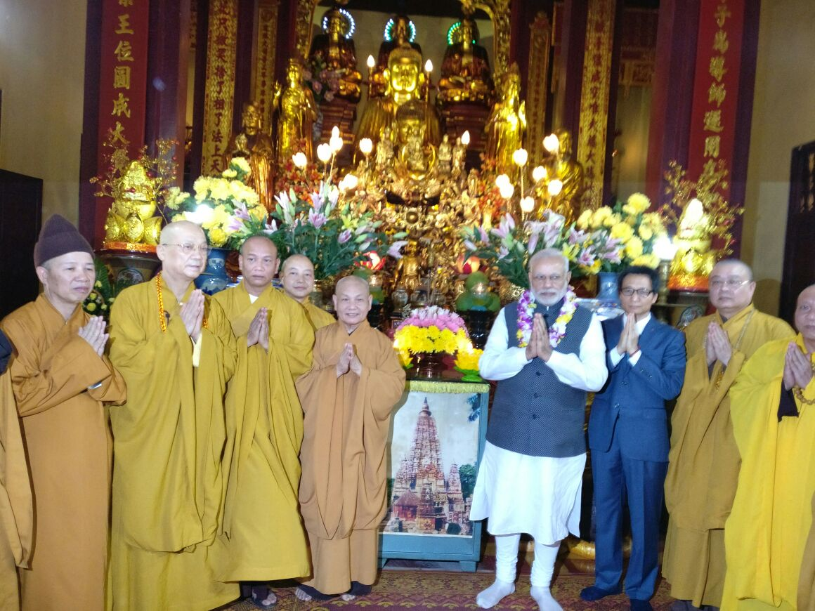 PM Modi visits the Quan Su Pagoda